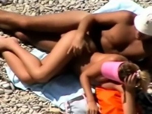 BEach voyeur video brunette cutie