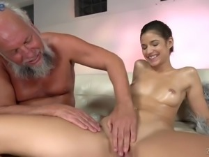 Bearded pervert helps Bunny Love to take a bath and eats her wet pussy