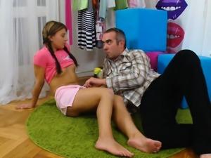 Medic looks hymen examination and virgin nympho naili11euO