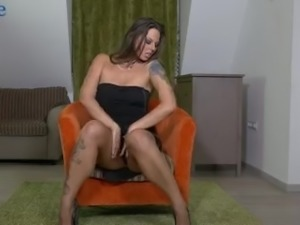 Zealous quite buxom slut Simony Diamond knows how to masturbate
