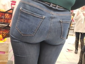 Big juicy ass milfs in tight jeans