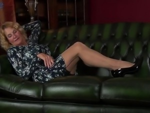 All natural Molly Maracas is mature woman who loves masturbation