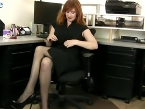 Red haired kinky nympho Amber Dawn feels awesome while fingering herself
