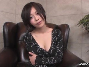 Kawaii short haired Japanese nympho Saki Otsuka gives titjob