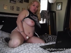 Thick Bitch Likes Twerking & Masturbating for You!