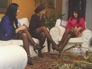 Claudia Jamsson, Lucia Blow, Sophie Evans Stockings Group