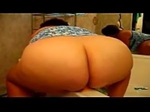 BBW PLAYS FOR CAM IN BATHROOM