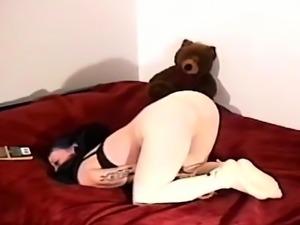 Wanton babe is vibrator her erotic fanny