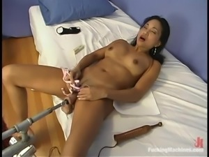 Tina Toy enjoys being double penetrated by a fucking machine