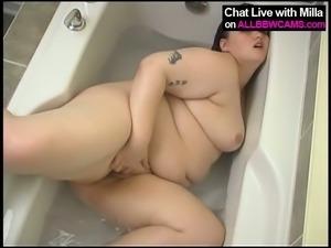 AMAZING BBW MODEL TAKING A BATH PLUMP PUSSY