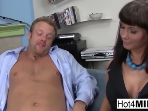 Busty pornstar Carrie Ann Dickett gets a facial and a
