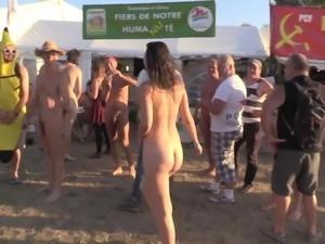 jeune fille teste le naturisme