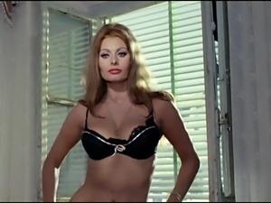 Sophia Loren striptease 1963