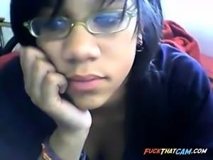 Ebony on cam and gets horny