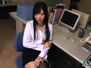 Japanese housewife gives a steaming sexy fellatio job